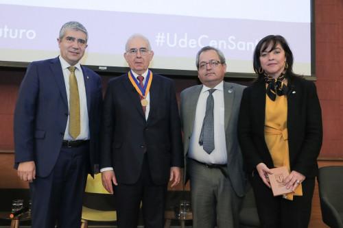 Universidad de Concepción otorga medalla Centenario a presidente de Sonami