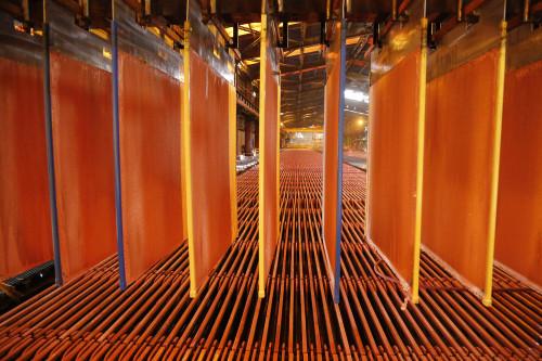 Precio del cobre concreta nueva alza y alcanza máximo en más de ocho meses
