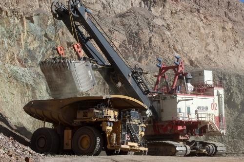 Estudio aborda negociaciones colectivas en minería: Disminuyen montos de bonos de término de conflicto