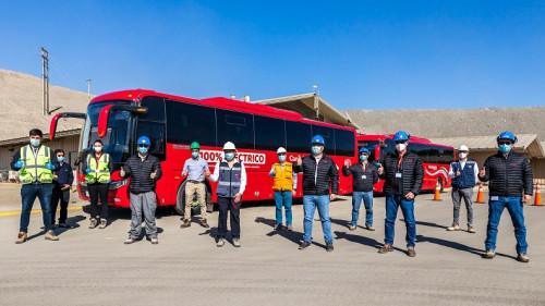 Minera Candelaria presenta buses eléctricos para transporte de personal