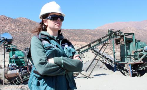 Ministerios de Minería y de la Mujer lanzan concurso para destacar la participación femenina en la industria minera